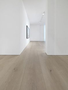 Dinesen solid oak flooring reflects nature and provides a majestic touch to interior. We provide oak planks of highest quality from sustainable forests in Europe. White Oak Floors, Light Oak Floors, White Oak Laminate Flooring, Interior Architecture, Interior Design, Architecture Details, Timber Flooring, Modern Wood Floors, Parquet Flooring
