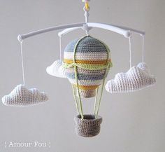 Crochet Baby Girl Hot Air Balloon - Baby Mobile // Free Crochet Pattern by {Amour Fou} Crochet Baby Blanket Beginner, Crochet Baby Toys, Crochet Diy, Mobiles En Crochet, Crochet Mobile, Amigurumi Patterns, Crochet Patterns, Free Baby Stuff, Baby Patterns