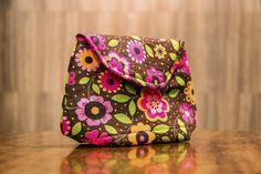 Carol Viana ensina a fazer uma linda bolsa clutch. Baixe o molde GRÁTIS e faça já a sua. O sucesso de vendas é garantido!