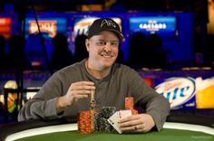 Erick Lindgren Relança Carreira: Depois de ter admitido publicamente que tinha um problema com o jogo (apostas) e ter feito reabilitação, Lindgren voltou em grande às World Series Of Poker e conquistou a sua segunda bracelete no Evento #32: $5,000 No-Limit Hold'em (Six Handed) ($606,317).