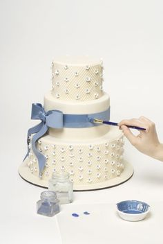 How to decorate a sweet wedding cake (really this is a step by step!)…  NYC Design Girl