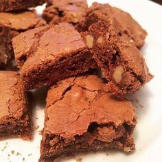 Toujours dans la série des bredele Alsaciens voici une recette de carrés au chocolat et aux noix rapide et facile à préparer