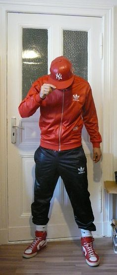 kicksforpigs:  lammjunge:  SoI finally decided to sell some Adidas Chile Gear, since I simply have too much of it i rarel wear… ;)Heres the link: - Link removed -  Hot look and gear.