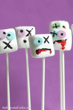 The original, fun Halloween treat on a stick. The original Zombie marshmallows on a stick for a spooky Halloween party food or for The Walking Dead party. All you need are food pens and sprinkles. Spooky Halloween, Halloween Party Snacks, Halloween Crafts For Toddlers, Easy Halloween Decorations, Halloween Birthday, Halloween Snack Ideas, Easy Halloween Treats, Marshmallow Halloween, Halloween Food Crafts