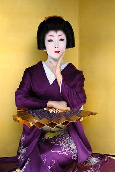 John Paul Foster - A Photographer of Geisha, Maiko, and Kyoto Geisha Japan, Japanese Geisha, Japanese Beauty, Japanese Kimono, Asian Beauty, Traditional Japanese Art, Traditional Dresses, Samurai, Japanese Chrysanthemum