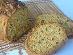 Mrkvový chleba se slunečnicovými a chia semínky - My site Low Carb Recipes, Cooking Recipes, Healthy Recepies, Bread And Pastries, Graham Crackers, Bellisima, Great Recipes, Food And Drink, Vegetarian