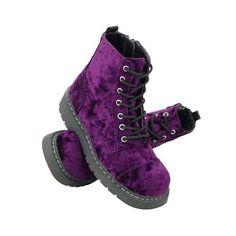 T.U.K. Schuhe Egal ob kultige Klassiker oder die jeweils brandneue Kollektion - wir bieten Euch immer eine riesen Auswahl an T.U.K. Schuhen an. Wundervolle Ballerinas, süße Mary Janes, elegante oder derbe Stiefel, hübsche Pumps und sexy High Heels im Rockabilly, Gothic und Punk Look gehören zum Sortiment der legendären T.U.K. Shoes! Wer einmal welche hatte, wird sie immer wieder kaufen, denn das Label T.U.K. überzeugt nicht nur durch die ausgefallenen Styles. Die perfekte Verarbeitung und…