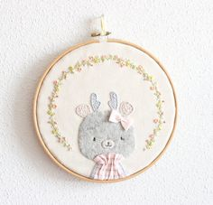 Embroidery hoop art Lis by MinisByVane on Etsy