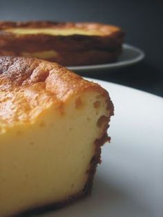 Si os gusta la tarta de queso al horno, os recomiendo que probéis esta receta. Es mi favorita, sin duda. Queda riquísima y muy jugosa. Adem...