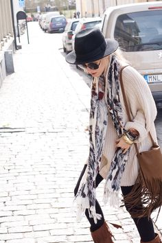 gypsy style ~ loving the oversized sweater Simple Outfits, Trendy Outfits, Cute Outfits, Boho Fashion, Womens Fashion, Fashion Trends, Gypsy Style, My Style, Country Girls Outfits