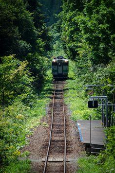 Wonderful Places, Beautiful Places, Japan Train, Train Platform, Japanese Landscape, Train Tracks, Cool Landscapes, Beautiful World, Cool Photos