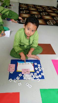Arranging letters for #wild #animals #school #activities #language #skill #islamic #kindergarten #alhaamidiyah #jagakarsa #southjakarta #indonesia