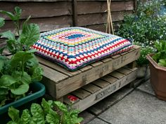 Here at Scaramanga, we love our vintage and retro homewares, especially if they happen to be multi-functional as well. We think that combining great aesthetics Apple Crates, Piece A Vivre, Outdoor Furniture, Outdoor Decor, Ottoman, Retro, Garden, Vintage, Home Decor