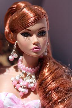 Elegant Evening Poppy Parker by Isabelle from Paris Beautiful Barbie Dolls, Pretty Dolls, Fashion Royalty Dolls, Fashion Dolls, Doll Eye Makeup, Poppy Doll, Glam Doll, Poppy Parker, Doll Shop