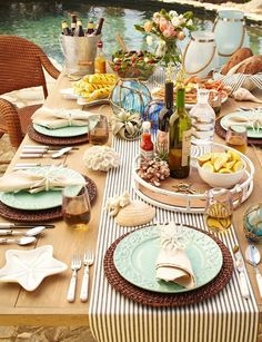 Table top ideas for a summer party with sea breeze - Decoration Solutions Casual Table Settings, Beautiful Table Settings, Setting Table, Dinner Table, Picnic Table, Dining Ware, Al Fresco Dining, Deco Table, Decoration Table
