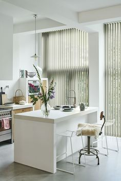 #keuken #modern #verticale jaloezieën #wit