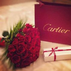 Roses & gifts Gifts For Her I'd die if I got this :)