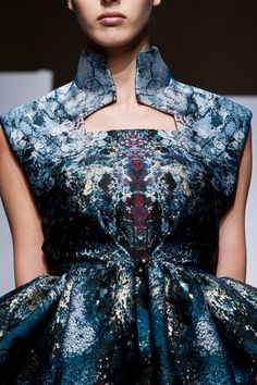 Yiqing Yin Fall 2013 Couture ~ Love this! Couture Fashion, Runway Fashion, Fashion Beauty, Fashion Show, Womens Fashion, Dark Fashion, Couture Details, Fashion Details, Fashion Design