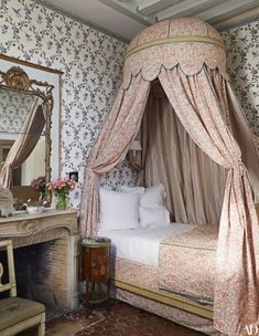 Décor: The 1608 Hôtel Particulier Turned French Get-Away Home of Entrepreneur Chris Burch - prints and patterns and canopy beds, chandeliers and boiserie French Country Bedrooms, French Country House, Cosy Decor, Trendy Home, Cozy Bed, Guest Bedrooms, Home Bedroom, Master Bedroom, Home And Family