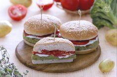 *** burger di broccoli è un alternativa al classico hamburger di carne, da gustare insieme ai vostri bambini come secondo piatto di verdura sfizioso