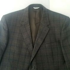 04da58b68deb7 Joseph  amp  Fleiss Mens Brown Plaid Blazer Size 52 Padded Shoulders EUC 2  Button