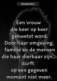 Gekwetst........... Waarheid Poem Quotes, Smile Quotes, True Quotes, Qoutes, Poems, Dutch Quotes, Dark Quotes, Thats The Way, Verse
