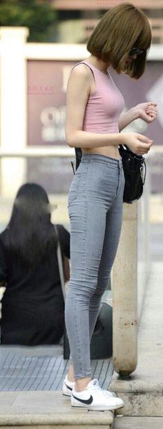 korea fade at curb hip bones clothes-skinny-jeans-AMS Skinny Girl Body, Skinny Girls, Thin Skinny, Skinny Jeans, Asian Woman, Asian Girl, Skinny Motivation, Ulzzang Girl, Beauty Women