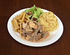 Espaguete ao Alho e Azeite, Strogonoff de Carne, Batata Palito Frita e Salada de Alface Americana.