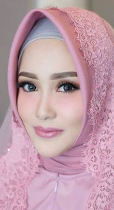 Pin Image by Bunda Hijaber Bridal Hijab, Hijab Bride, Wedding Hijab, Wedding Makeup, Wedding Dresses, Beautiful Muslim Women, Beautiful Hijab, Muslim Brides, Muslim Girls