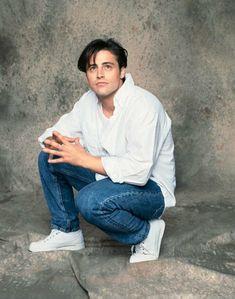 """Friends Matt LeBlanc as """"Joey Tribbiani"""" Friends Tv Show, Serie Friends, Friends Cast, Friends Moments, Friends Season, Real Friends, Friends Forever, Senior Picture Poses, Crush Crush"""
