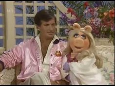 Miss Piggy Sings 'Doo-Wop (That Things)' by Lauryn Hill to John Ritter, George Hamilton, and Tony Clifton
