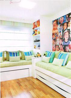 quarto para irmãos: 2 cama com 1 bicama fotos estante brinquedos
