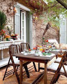 Nesse domingo, nada como um almoço em família num lugar especial🤗 #decor #decoracao #exterior #design #decoration #diyhome #diydecor #boatarde #inspiracao Créditos: Casa.com.br