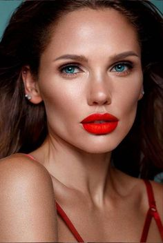 foundation makeup for women over 50 #naturalmakeup Gray Eyeliner, Create A Face, Colored Mascara, Seductive Eyes, Beauty Shop, Beauty Art, Bright Lipstick, Fresh Girls, Make Up Inspiration