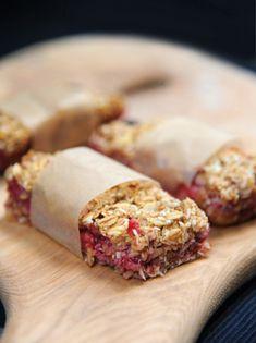 burczymiwbrzuchu: Śniadanie do łóżka #102: Batoniki musli z truskawk...