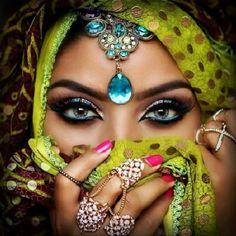 Risultati immagini per Sadia ig Pretty Eyes, Cool Eyes, Beautiful Eyes, Exotic Makeup, Eye Makeup, Hello Flawless Oxygen Wow, Arabic Eyes, Arabic Makeup, Make Up Inspiration