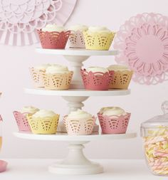 Learn how to create cupcake wrappers and party decorations with the Martha Stewart Crafts Circle Edge Punch #marthastewartcrafts