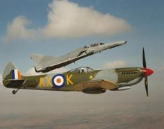 ☆ South African Air Force ✈Cheetah D and Spitfire Ww2 Spitfire, Supermarine Spitfire, South African Air Force, The Spitfires, Battle Of Britain, Korean War, Air Show, Luftwaffe, North Africa