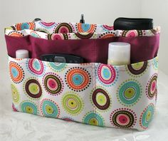 Taschenorganizer - super Ideen Purse Organizer Sewing Pattern Free - Bing Images Adding a handle for easy access would be a good idea. Sewing Hacks, Sewing Tutorials, Sewing Crafts, Sewing Projects, Tutorial Sewing, Sewing Patterns Free, Free Sewing, Sewing Men, Pattern Sewing