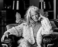 aging gracefully 50 Things Every Woman Should Have By Age 50 While by no means complete, this is a very insightful list of possible goals for women. Catherine Deneuve, Jacky, Actrices Sexy, 50 And Fabulous, Look Plus, Ageless Beauty, Fashion Over 50, Work Fashion, Every Woman