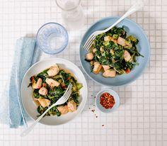 Besonders gut schmeckt dieses Wok-Gericht, wenn man es mit frischem Spinat zubereitet. Man kann aber auch tiefgekühltes Gemüse verwenden.