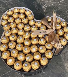 Pin by Amber Jones on Food n drink Chocolate Gift Boxes, Love Chocolate, Chocolate Lovers, Junk Food Snacks, Food N, Food And Drink, Diy Food, Cute Birthday Gift, Friend Birthday Gifts
