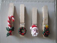 STELLEDILATTA: Mollette chiudi-pacco natalizie 2 Polymer Clay Christmas, Christmas Ornaments To Make, Christmas Games, Christmas 2016, Christmas Crafts, Christmas Decorations, Xmas, Art All The Way, Bazaar Crafts