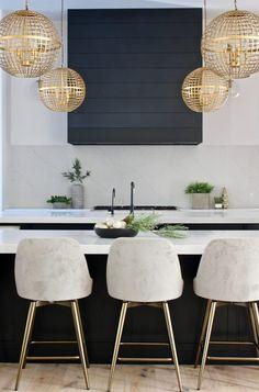 christmas-decorations-modern-kitchen-black-shiplap-hood Farmhouse Style Kitchen, Modern Farmhouse Kitchens, Home Decor Kitchen, Home Kitchens, Kitchen Ideas, Farmhouse Design, Kitchen Trends, Kitchen Inspiration, Rustic Kitchen