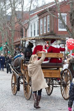 Santa Claus Christmas Stroll on Nantucket, Massachusetts ... would dearly love to spend Christmas on Nantucket in Massachusetts!