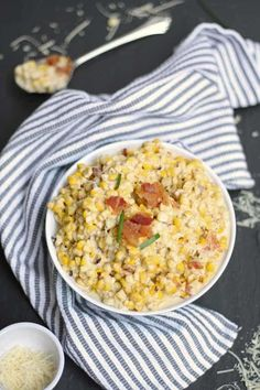 If you find yourself with leftover corn on the cob, make this recipe for roasted creamed corn with bacon. The perfect combination of cream, salt and bacon. Corn Recipes, Lunch Recipes, Dinner Recipes, Free Recipes, Cauliflower Dishes, Southern Dishes, Healthy Meals For One, Creamed Corn, Roasted Corn