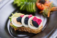 kaviáros szendvics - Google keresés Sushi, Ethnic Recipes, Google, Food, Essen, Meals, Yemek, Eten, Sushi Rolls