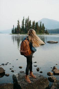 Lake Wenatchee Sunrise Hike, Washington. Ona Bags The Clifton -TheMandagies.com @themandagies Wearing red wing heritage leather boots, lululemon pocket leggings, heather gray oversized sweatshirt, and thrifted jean jacket.