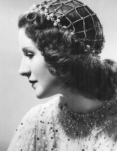 Norma Shearer in Romeo and Juliet wearing Joseff Hollywood Jewelry Old Hollywood Hair, Hollywood Jewelry, Old Hollywood Stars, Old Hollywood Movies, Hollywood Icons, Vintage Hollywood, Hollywood Glamour, Classic Hollywood, Hollywood Hairstyles