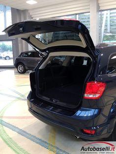 FIAT FREEMONT 2.0 MJT AWD LOUNGE AUTOMATICA 7 POSTI + Navigatore + Interno in pelle + ''Xeno'' + Retrocamera + Bluetooth + Keyless'go + Alpine sound system + Cruise control + Cerchi in lega 19 + Sensori di parcheggio + Comandi al volante + Unico proprietario + del 2013